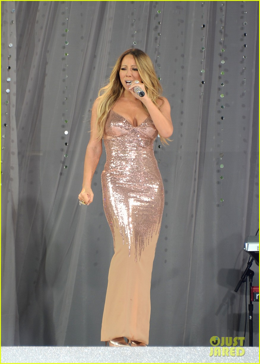 Mariah Carey: Wardrobe Malfunction on 'Good Morning America'