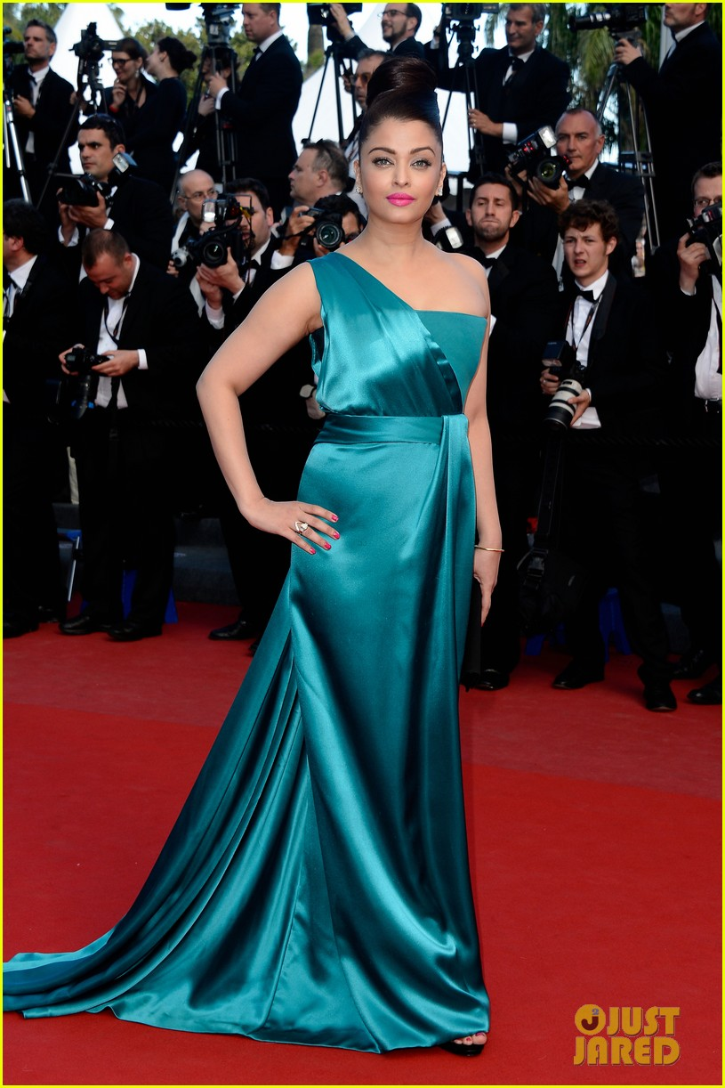 jessica chastain aishwarya rai cleopatra cannes premiere 16