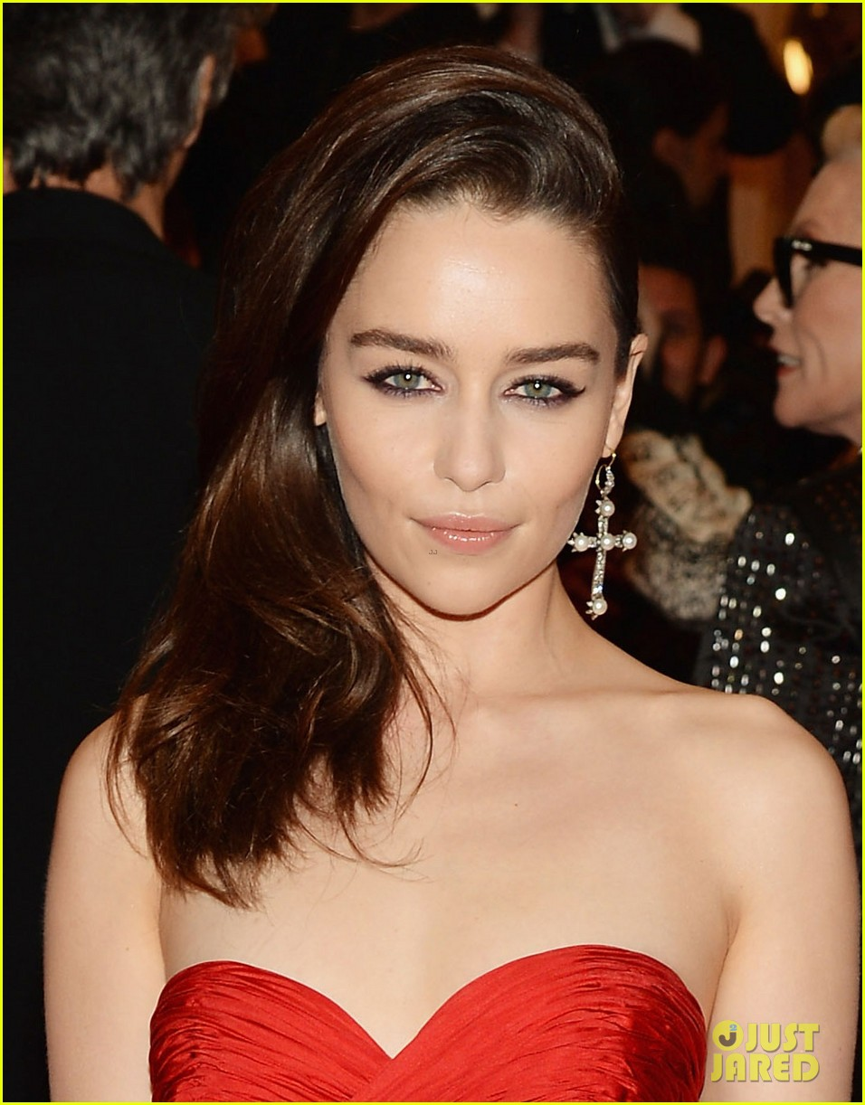emilia clarke met ball 2013 red carpet 032865616
