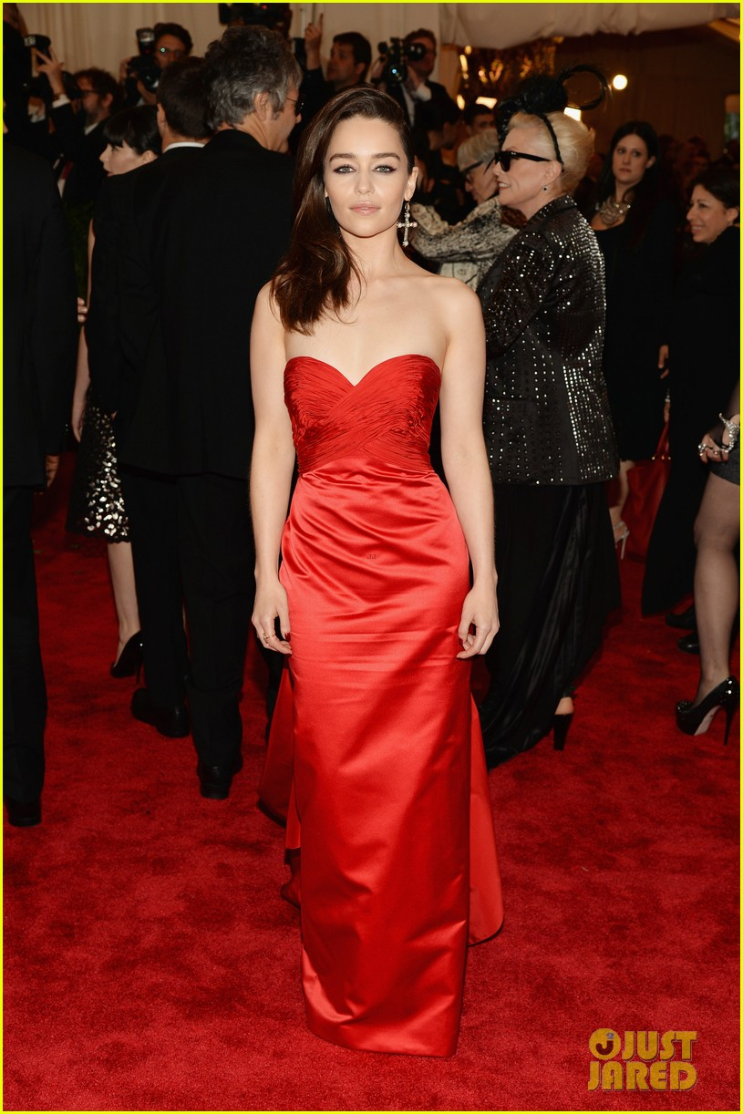 emilia clarke met ball 2013 red carpet 04