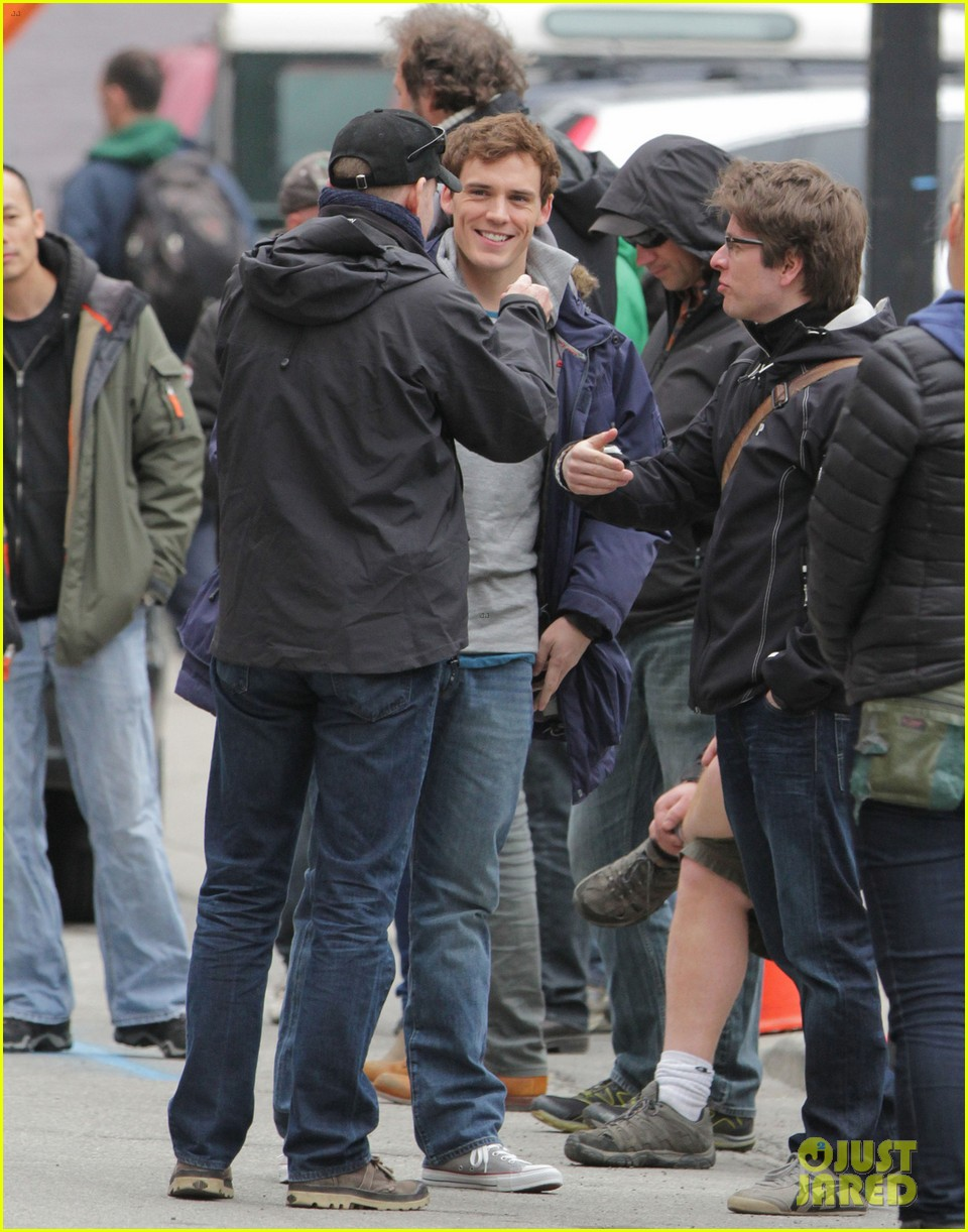lily collins sam claflin love rosie does great in presales 10