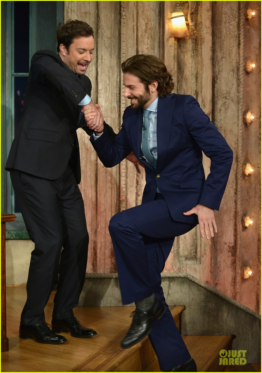 bradley cooper wears mini basketball hoop on fallon 01