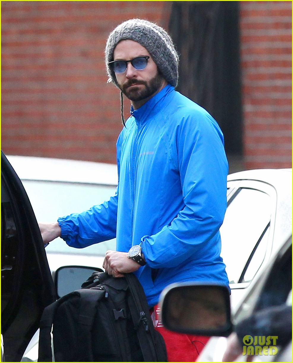 bradley cooper films american hustle after nyc weekend 02