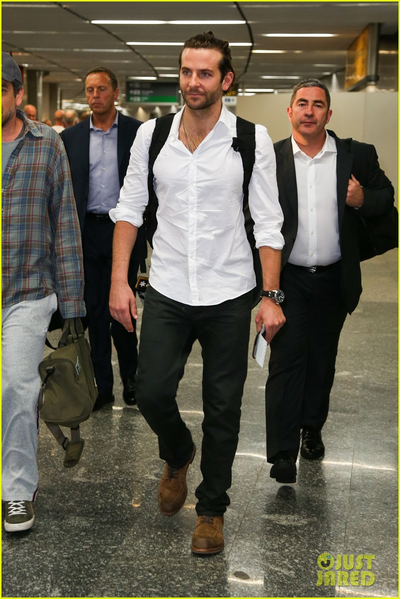 bradley cooper shirtless after brazil arrival with hangover guys 29
