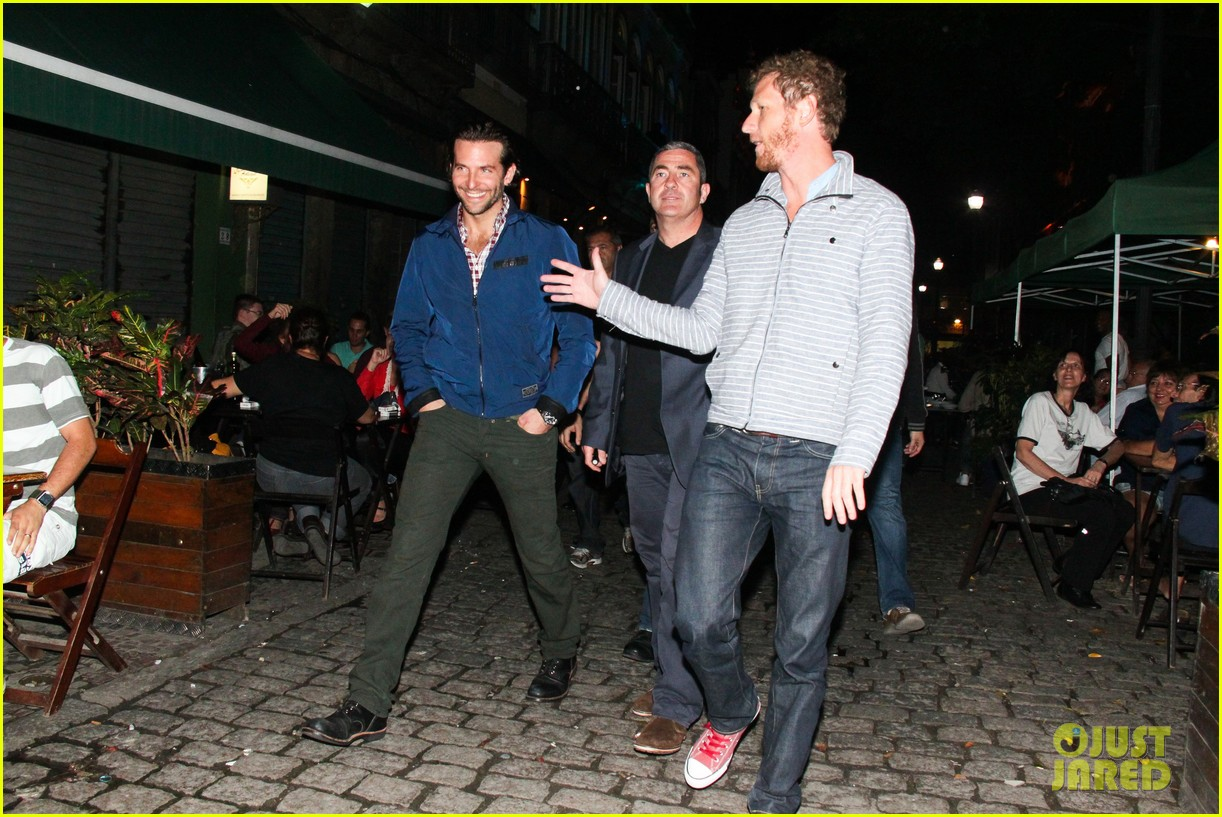 bradley cooper hangover night out with the cast 15