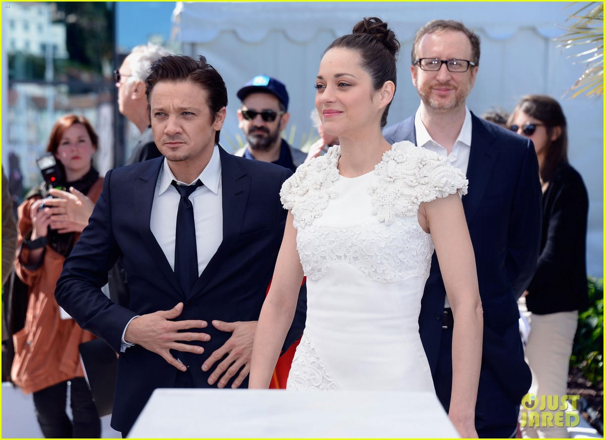 marion cotillard jeremy renner cannes the immigrant photo call 15
