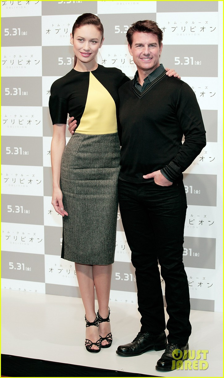 tom cruise olga kurylenko oblivion tokyo press conference 01