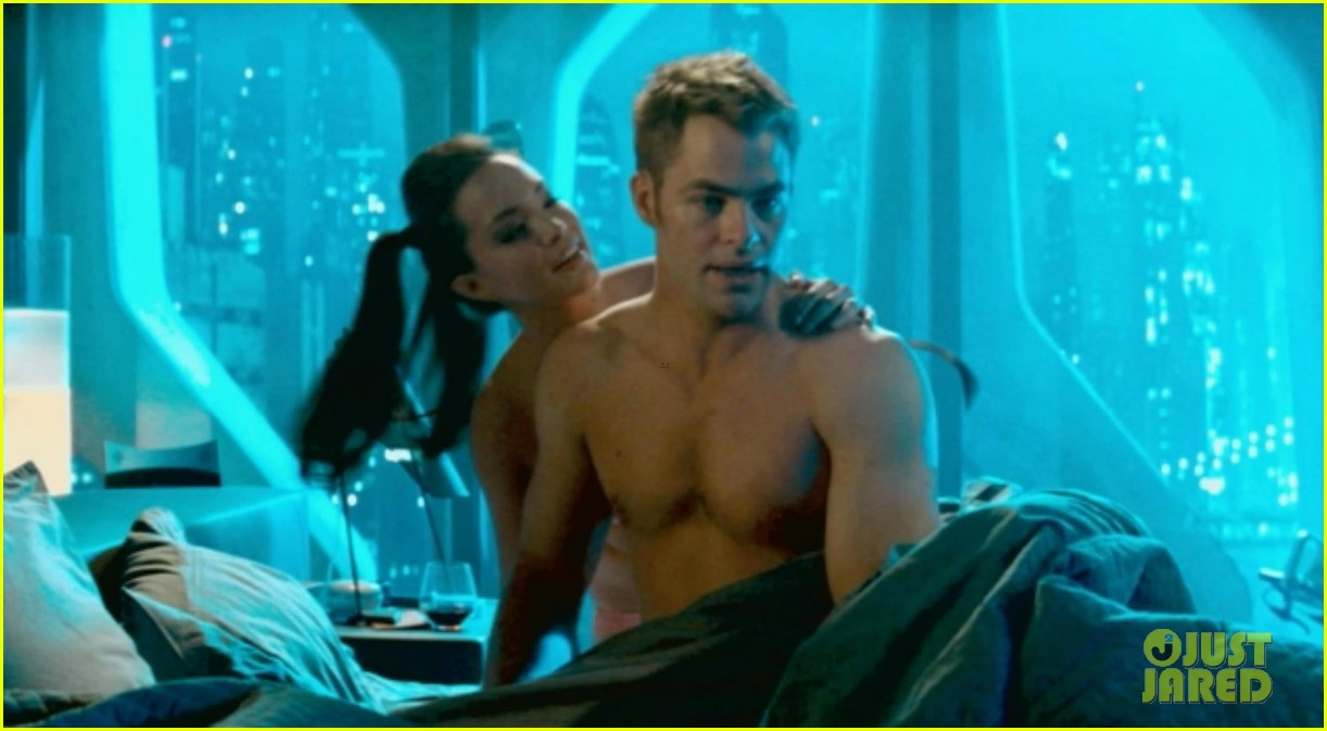 benedict cumberbatch shirtless shower scene for star trek 02
