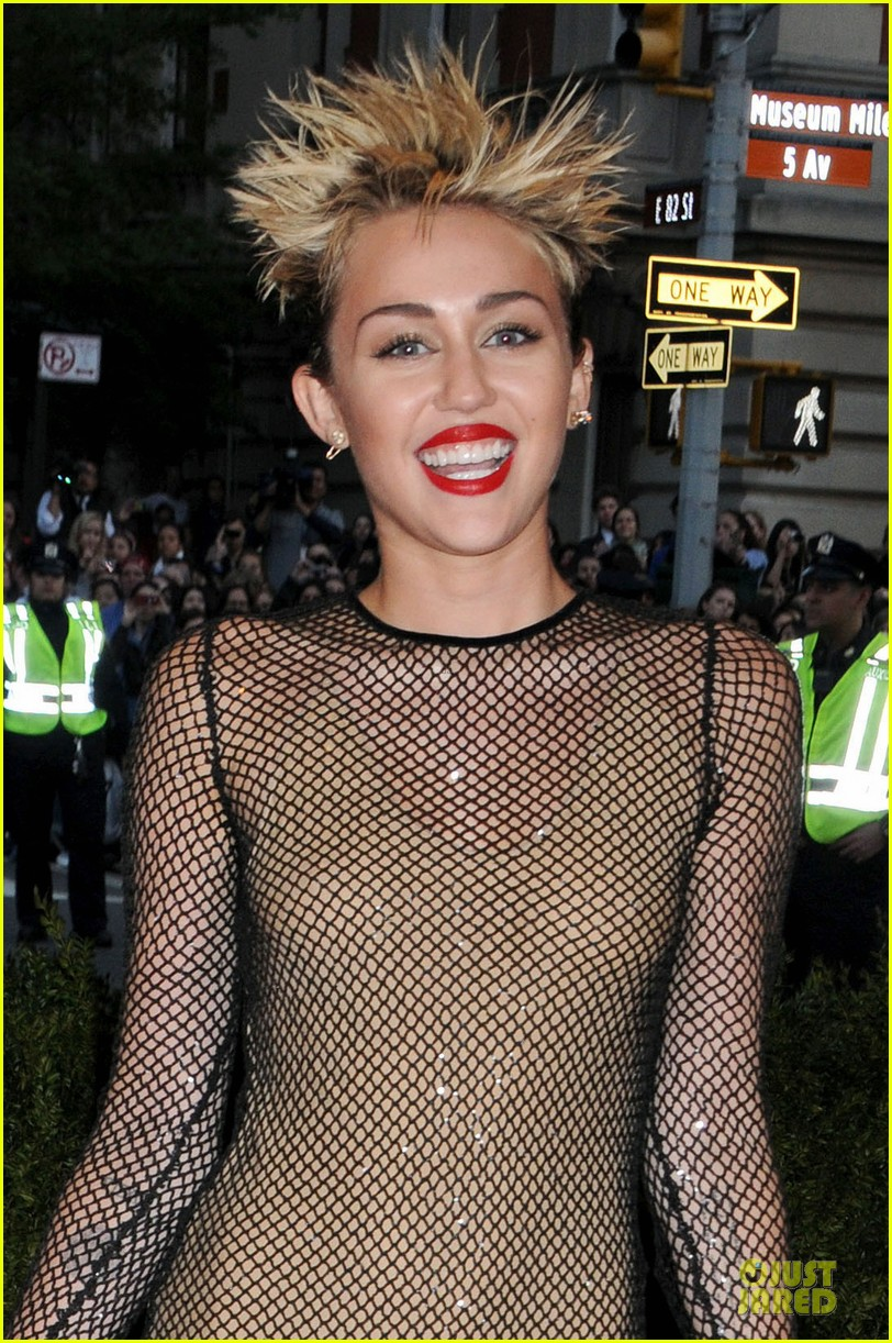 Miley Cyrus - Met Ball 2013 Red Carpet | 2013 Met Ball, Miley Cyrus