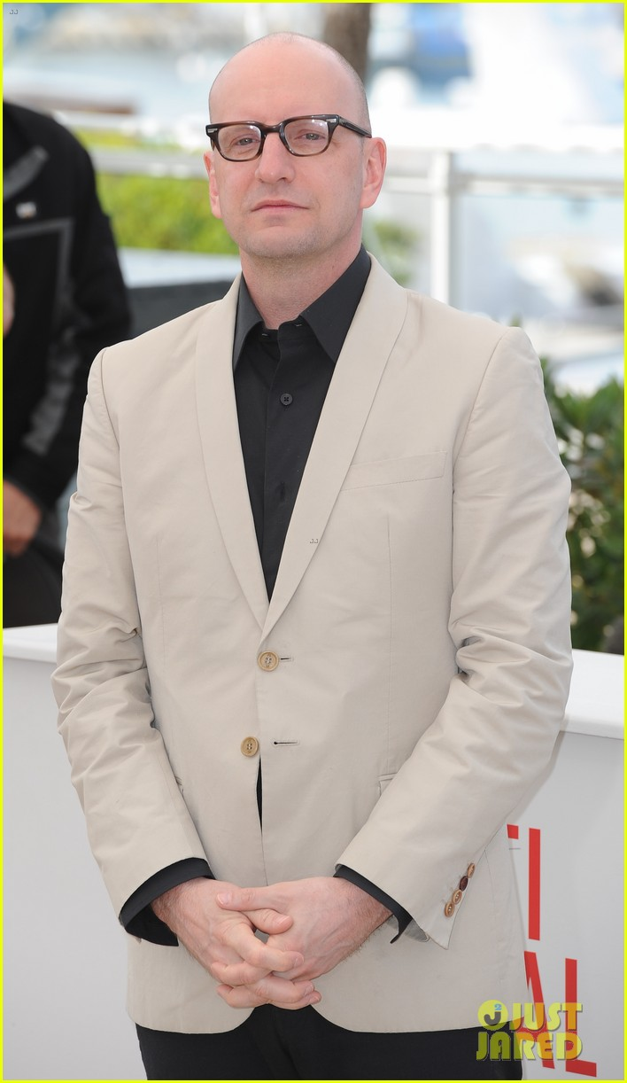 matt damon michael douglas cannes behind the candelabra photo call 01