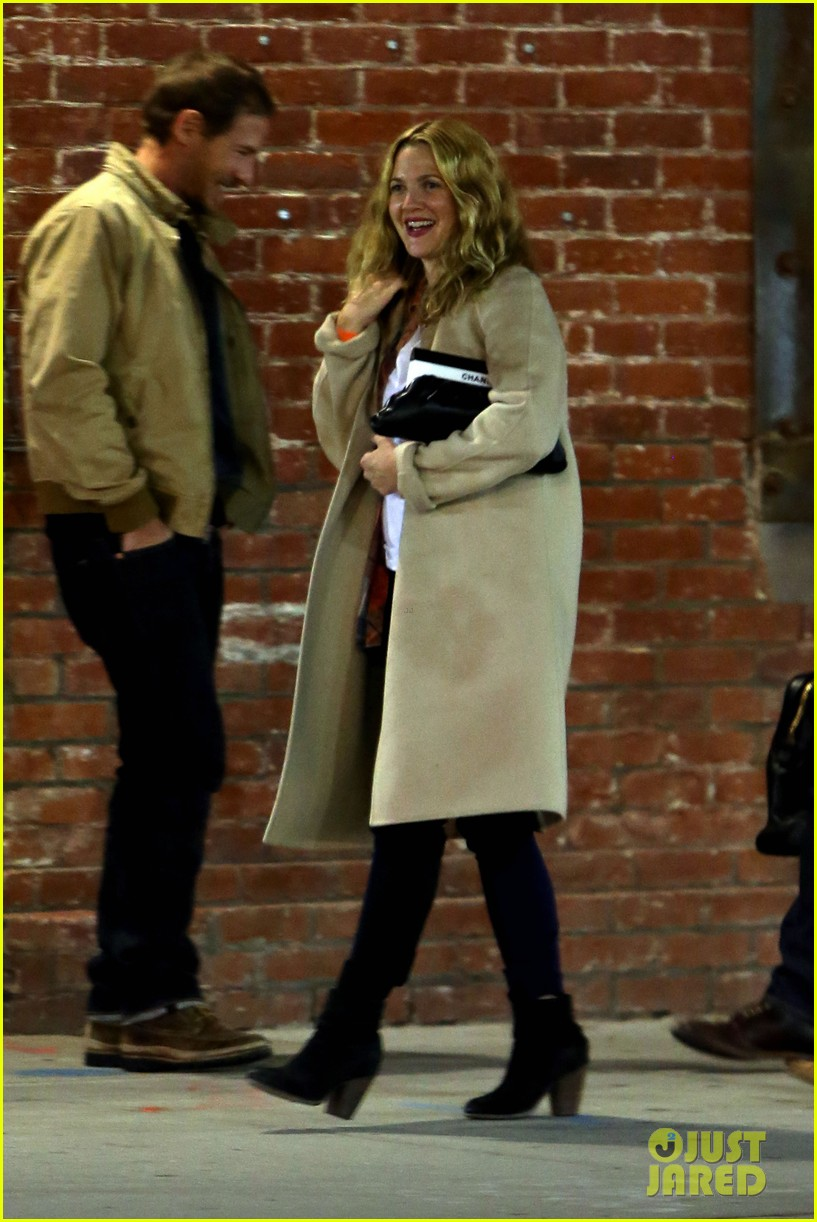 drew barrymore giggles after dinner date with will kopelman 01