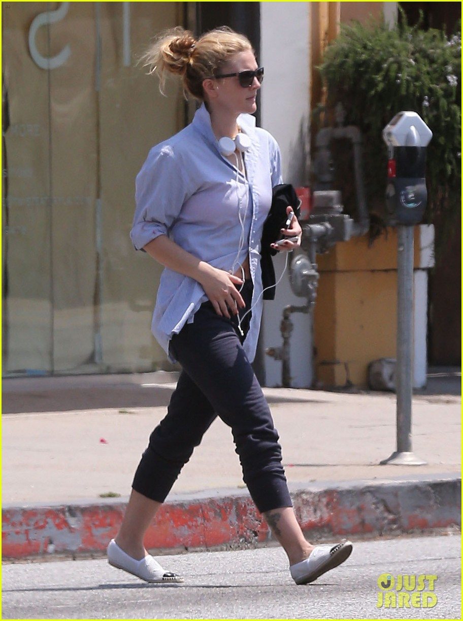 drew barrymore yoga and groceries in weho 11