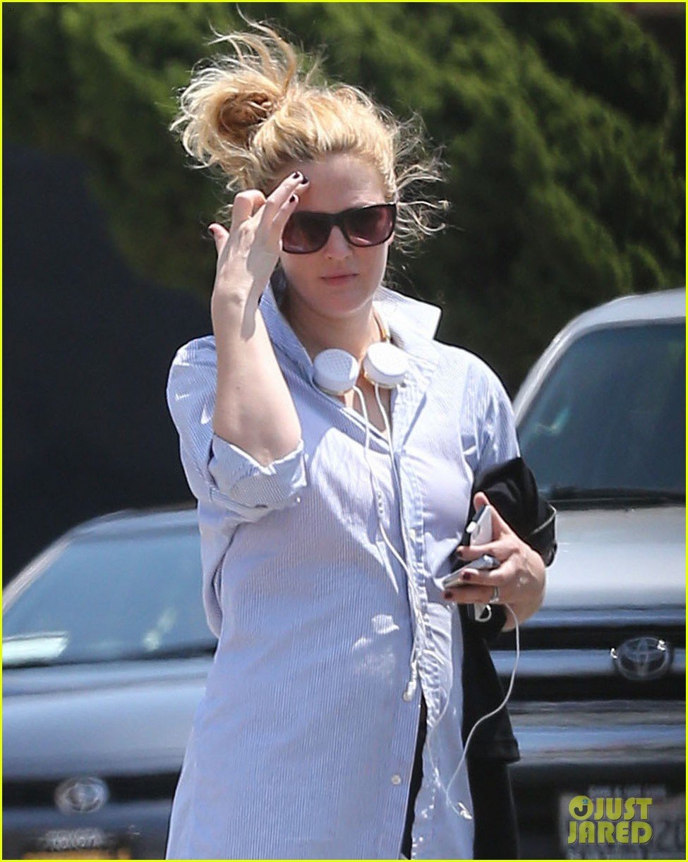 drew barrymore yoga and groceries in weho 142864221