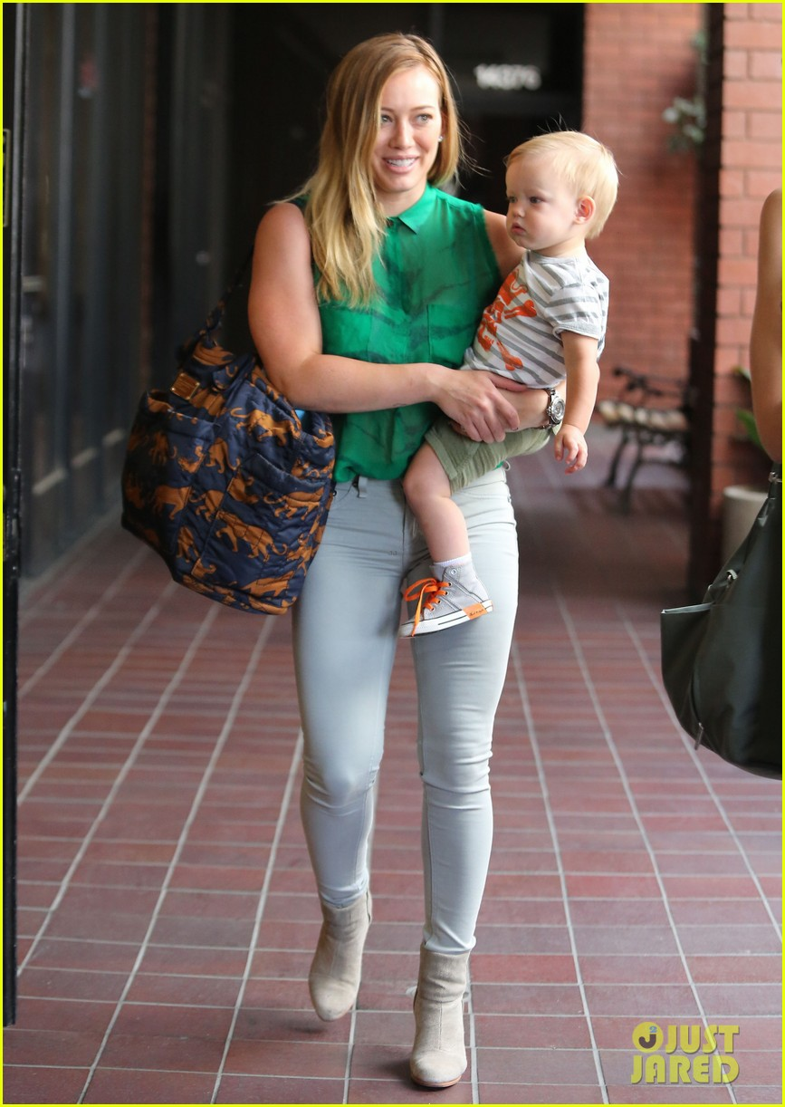 hilary duff feeling green with baby luca 01