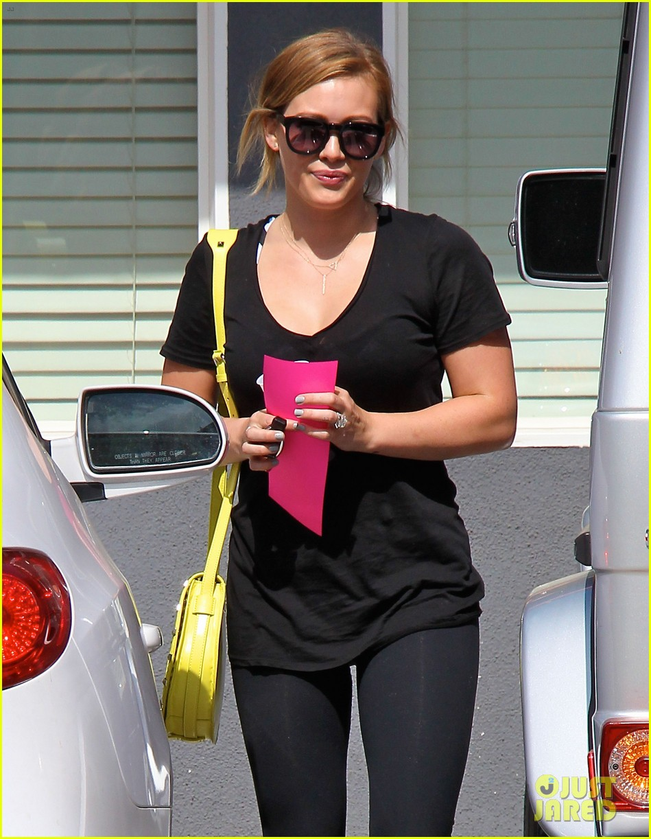 hilary duff mike comrie family hike with luca 062878264