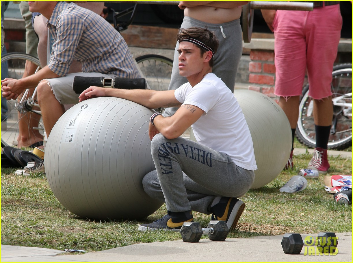 zac efron sweats it out with dave franco on townies set 16