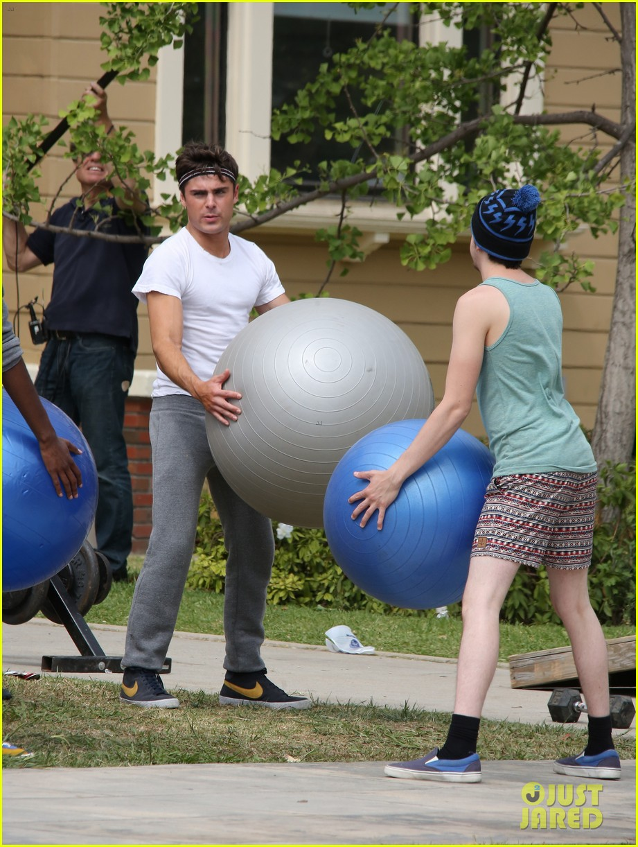 zac efron sweats it out with dave franco on townies set 17