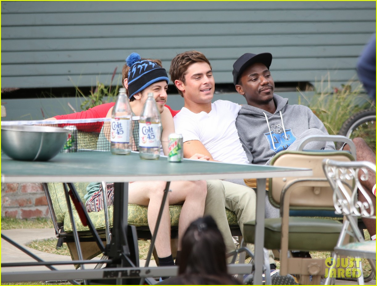 zac efron sweats it out with dave franco on townies set 23