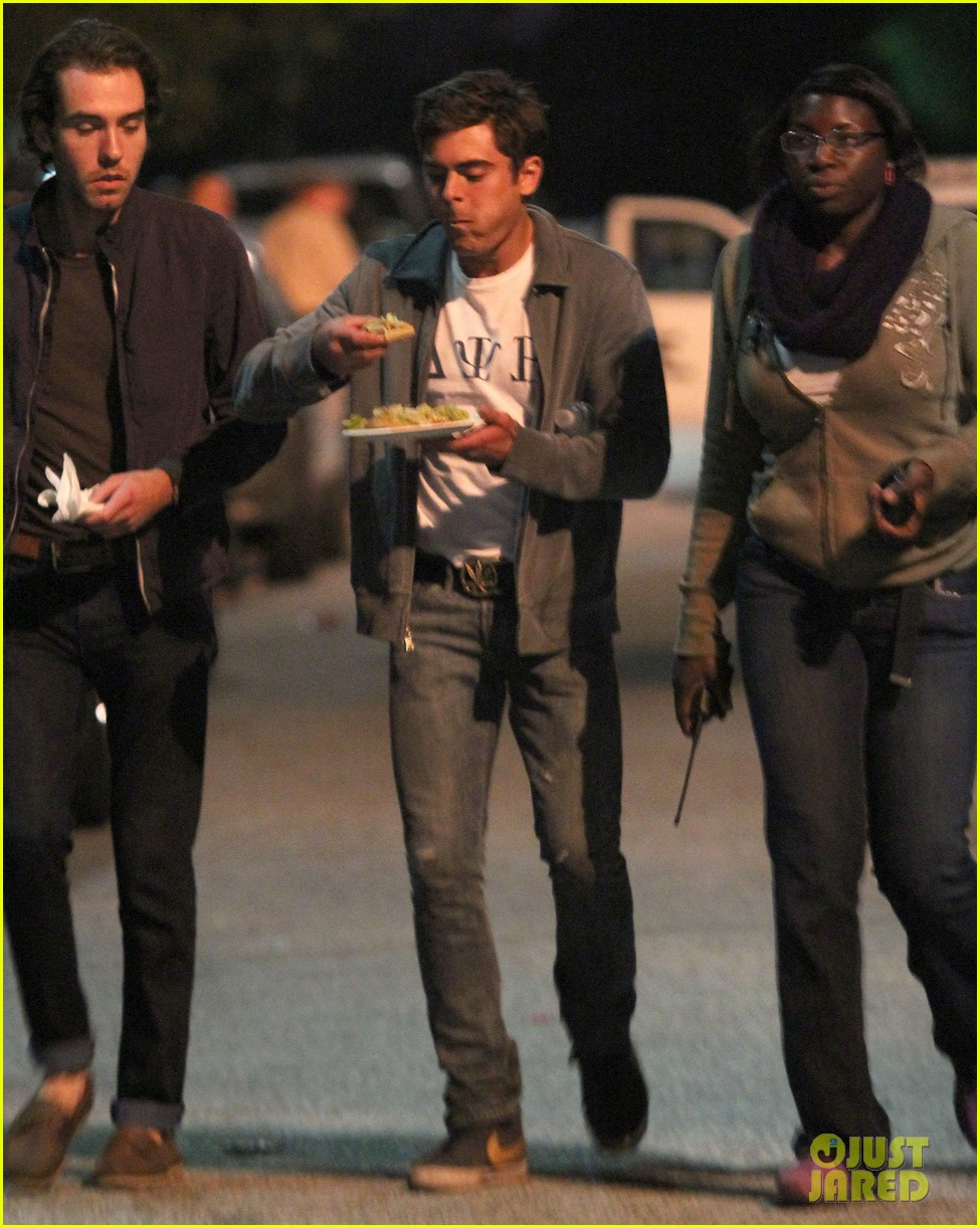 zac efron taco time for townies dinner break 01