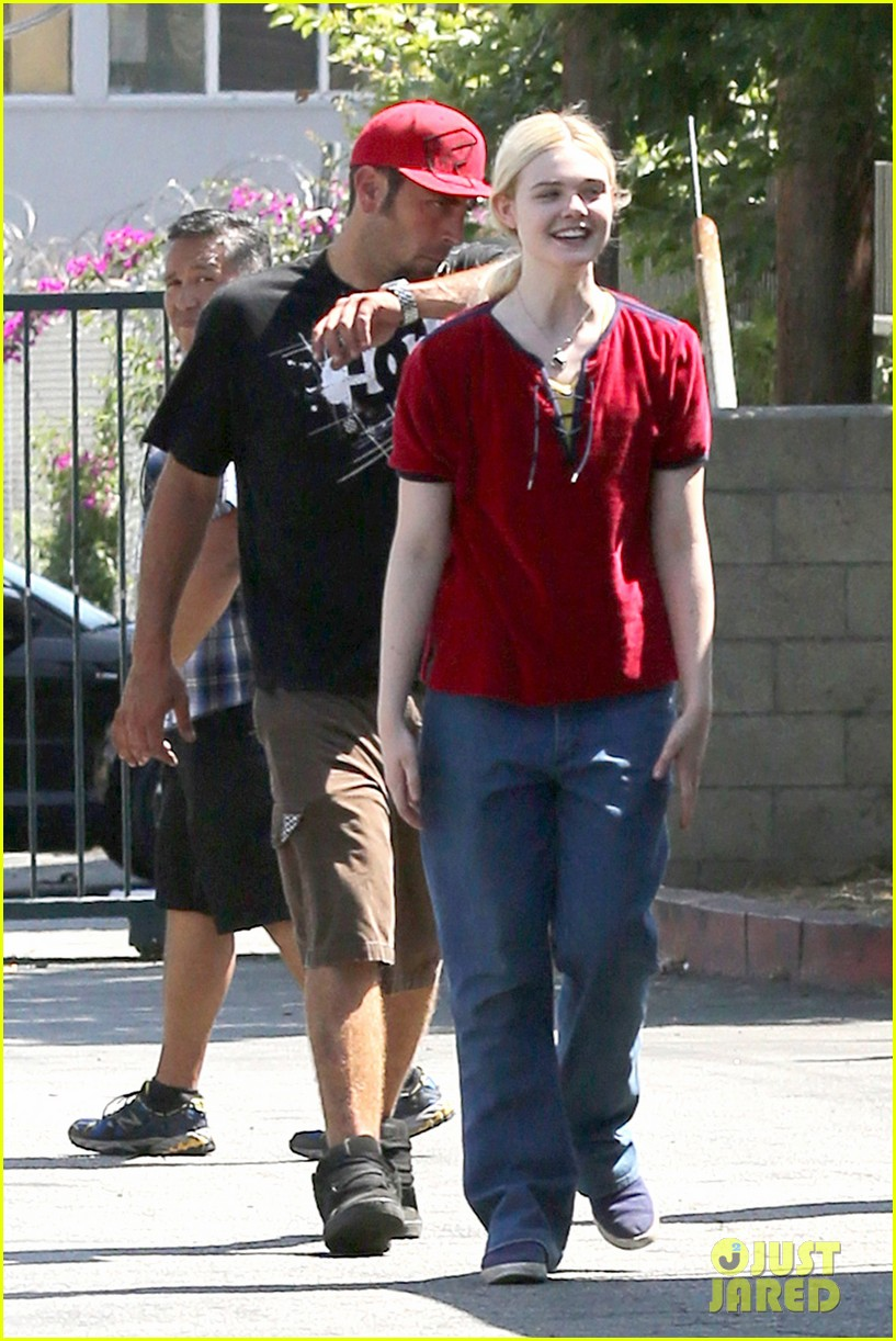 elle fanning hangs out on low down set 092876128