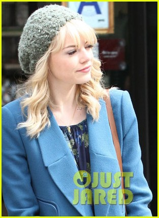 andrew garfield films spider man 2 emma stone watches dog 042879414