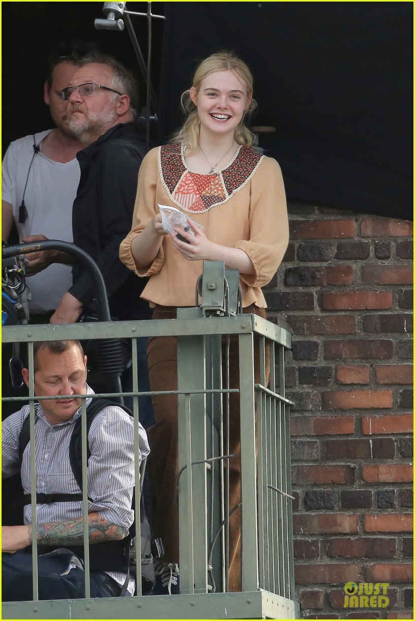 elle fanning low down set with peter dinklage 05