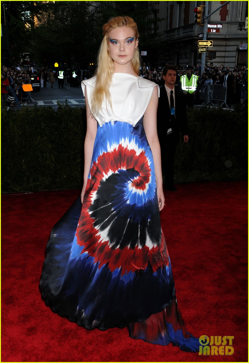 dakota elle fanning met ball 2013 red carpet 032865150