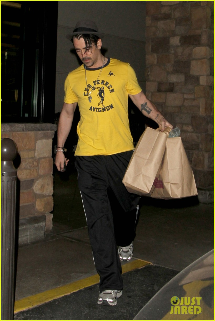colin farrell picks up groceries on epic opening night 012878156