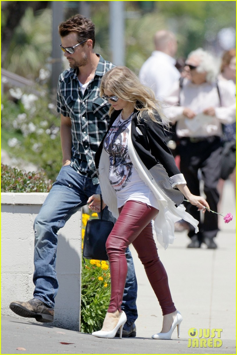 fergie baby bump church josh duhamel 022869335
