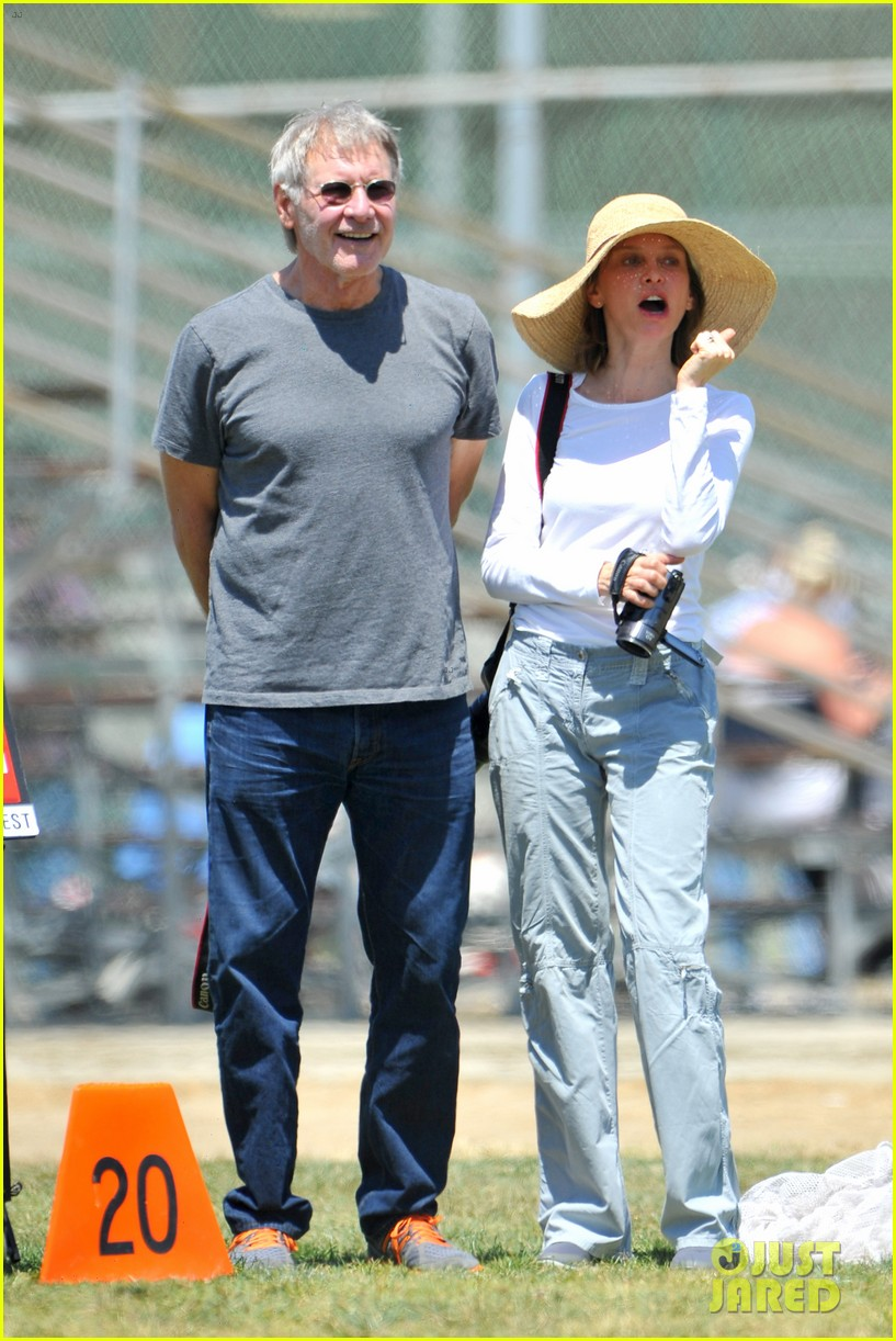 harrison ford calista flockhart liam soccer game 07