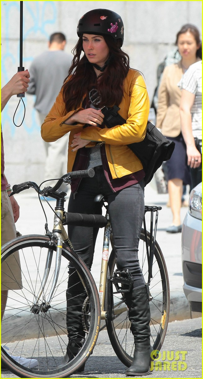megan fox biking babe for teenage mutant ninja turtles 132868066