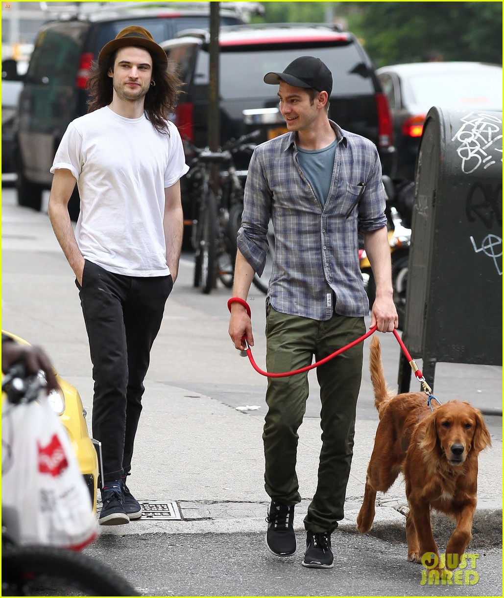 andrew garfield tom sturridge manhattan dog walkers 022876321