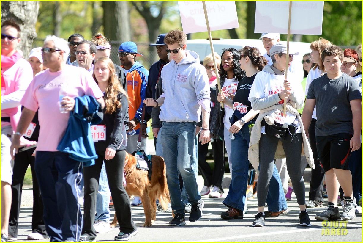 andrew garfield emma stone holding hands at eif revlon run walk 112863540