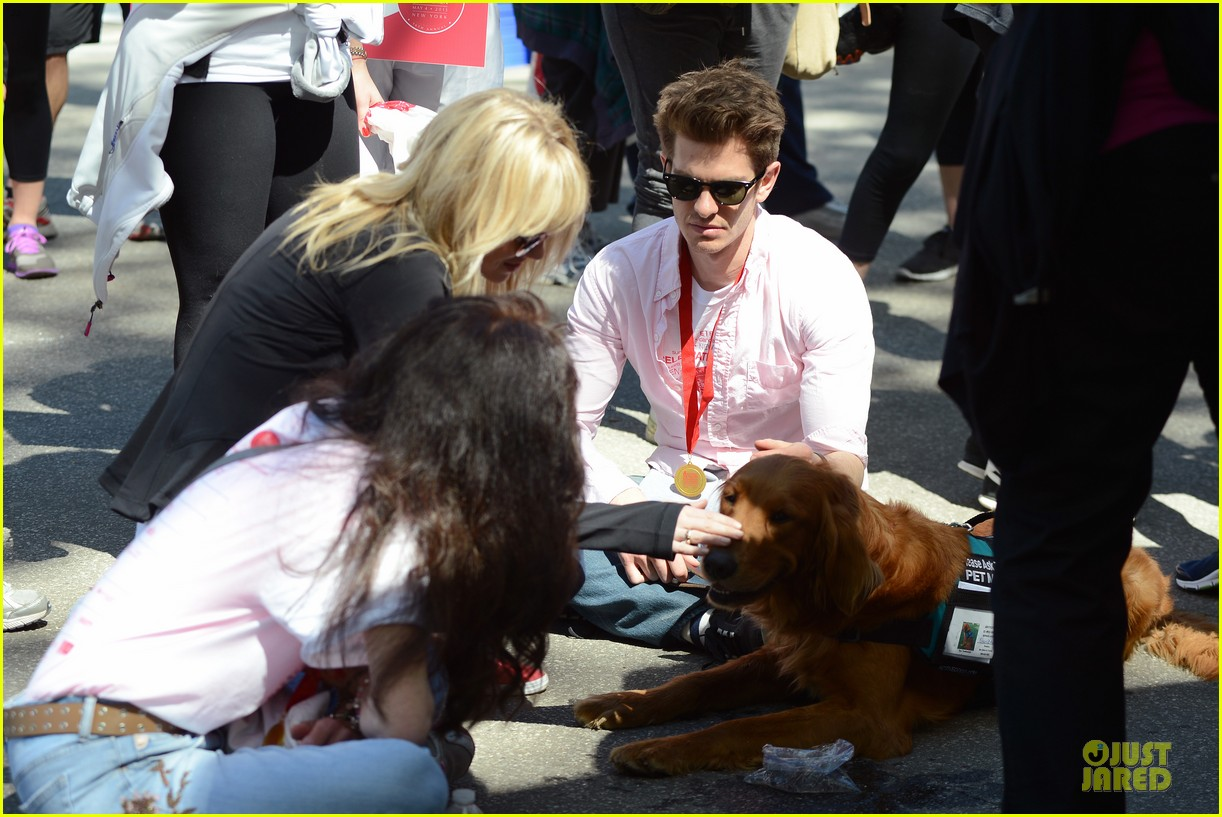 andrew garfield emma stone holding hands at eif revlon run walk 122863541