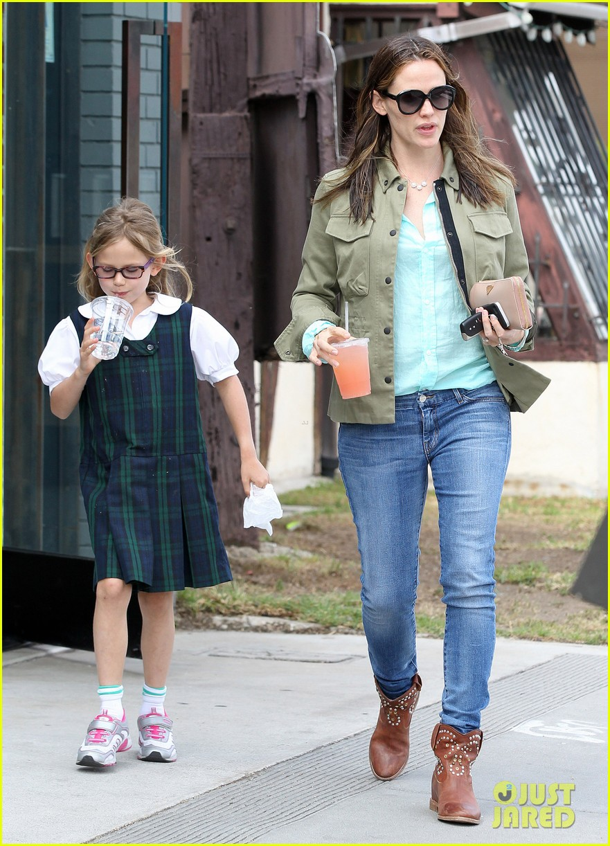 jennifer garner busy week with violet 102867834
