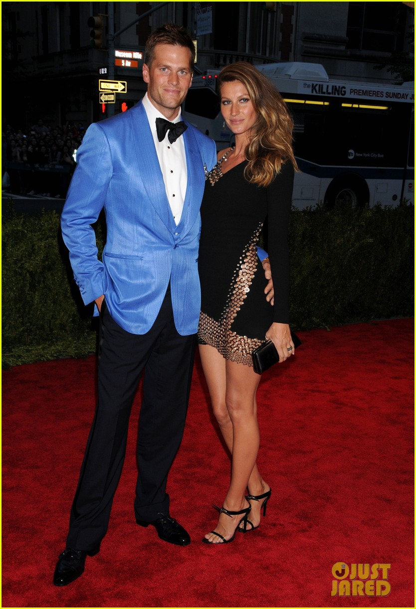 gisele bundchen tom brady met ball 2013 red carpet 04