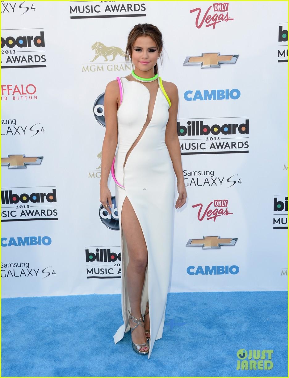 selena gomez billboard music awards 2013 red carpet 01