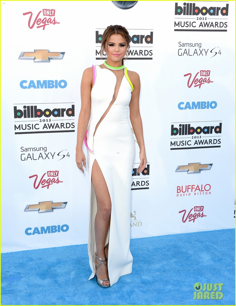 selena gomez billboard music awards 2013 red carpet 07