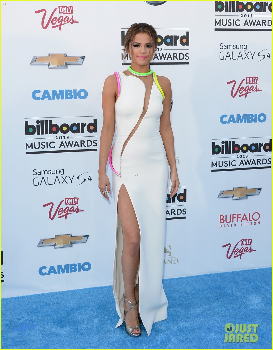 selena gomez billboard music awards 2013 red carpet 14