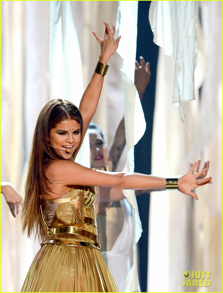 selena gomez billboard music awards 2013 performance video 01