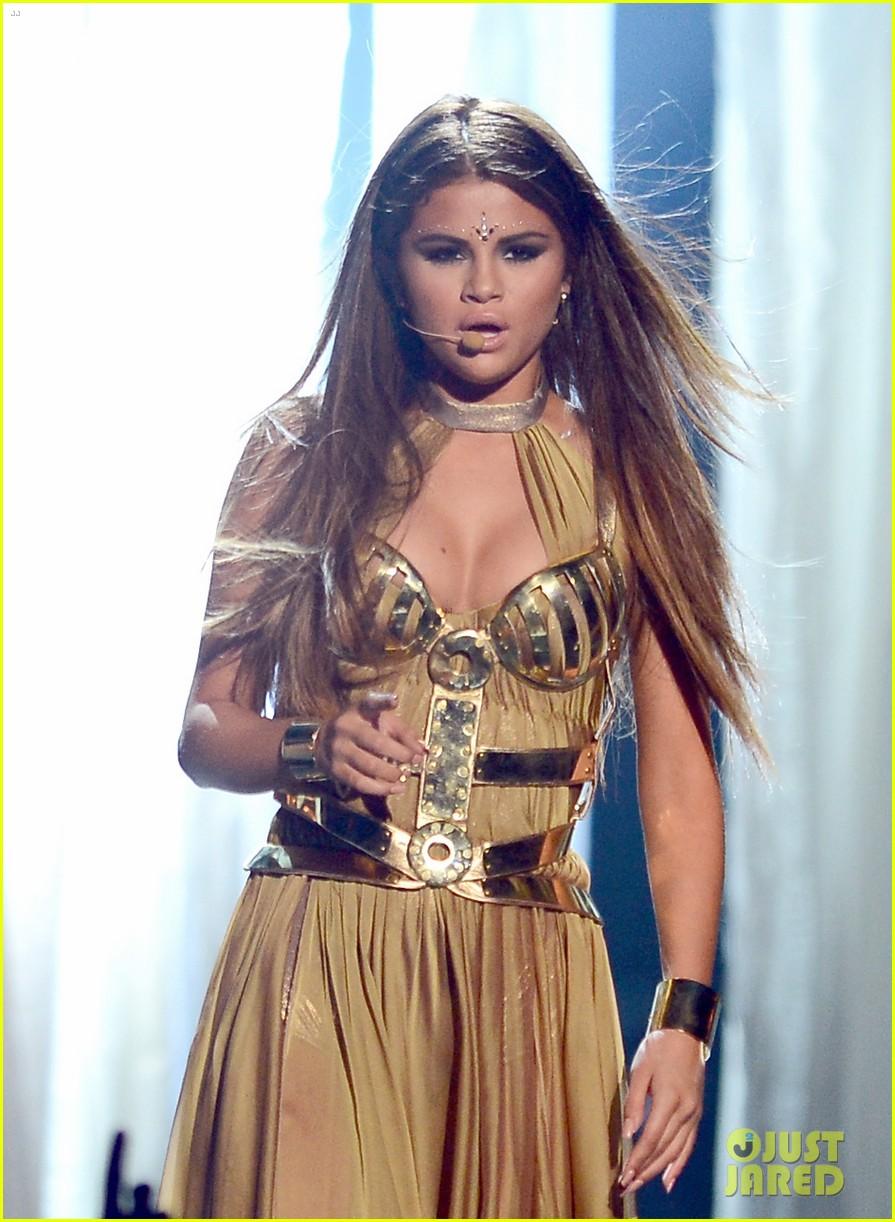 selena gomez billboard music awards 2013 performance video 03
