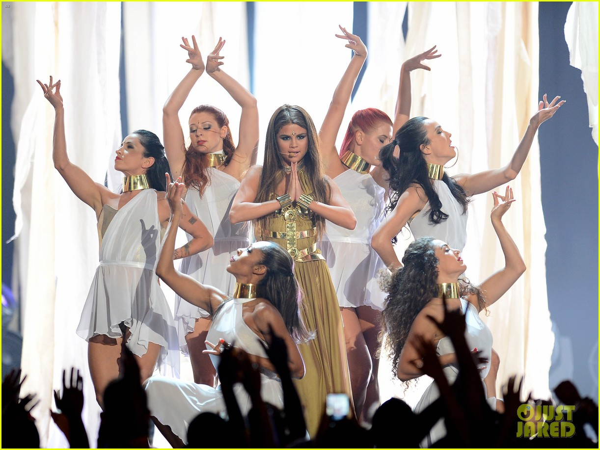 selena gomez billboard music awards 2013 performance video 04