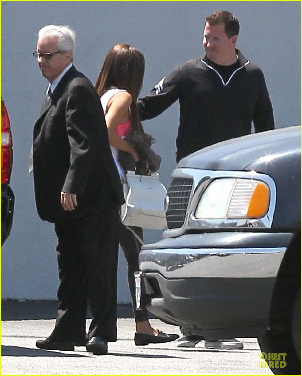 selena gomez wears bright pink bra to sony studios 07