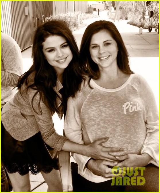 selena gomezs mom mandy pregnant 01