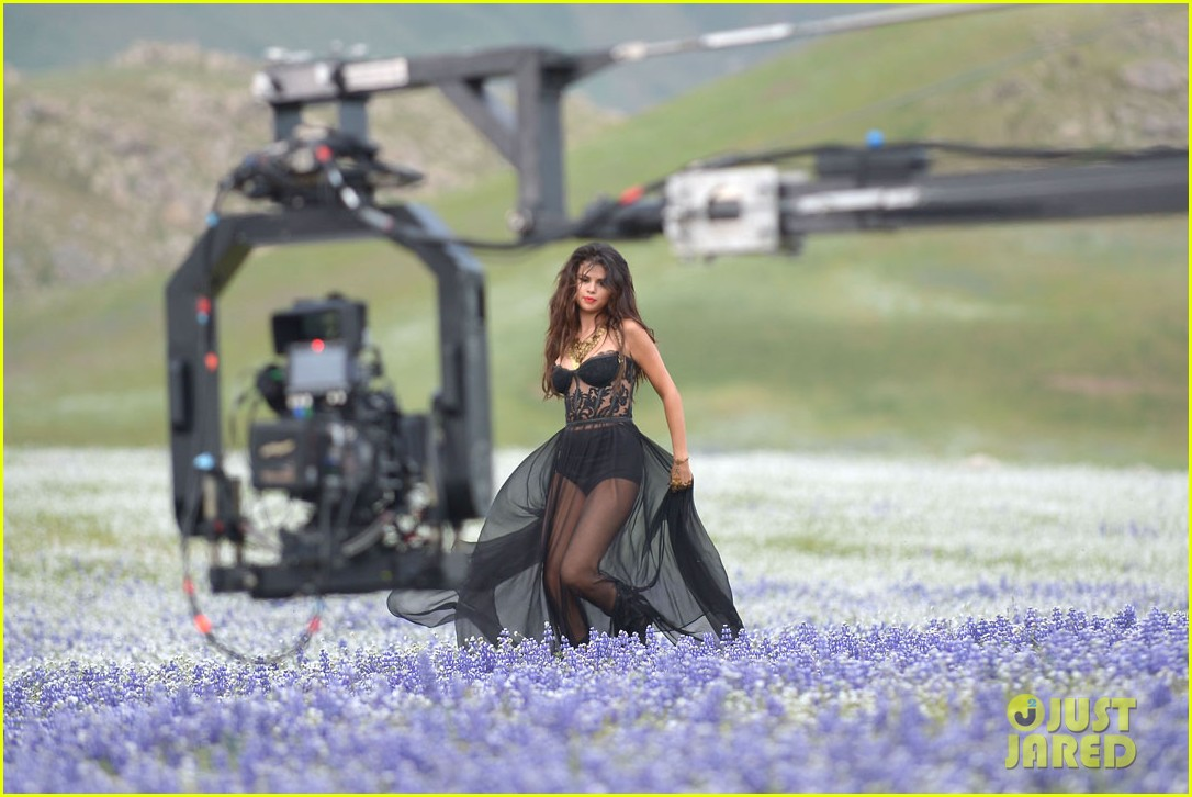 selena gomez come get it video shoot pictures 25