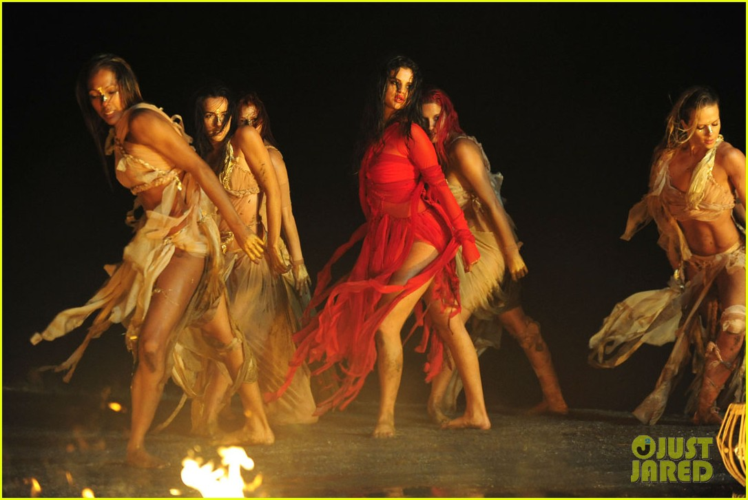 selena gomez come get it video shoot pictures 31