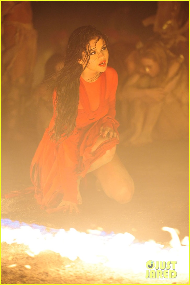 selena gomez come get it video shoot pictures 36