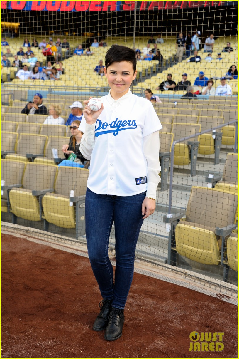 ginnifer goodwin julianne hough dodgers girls 02
