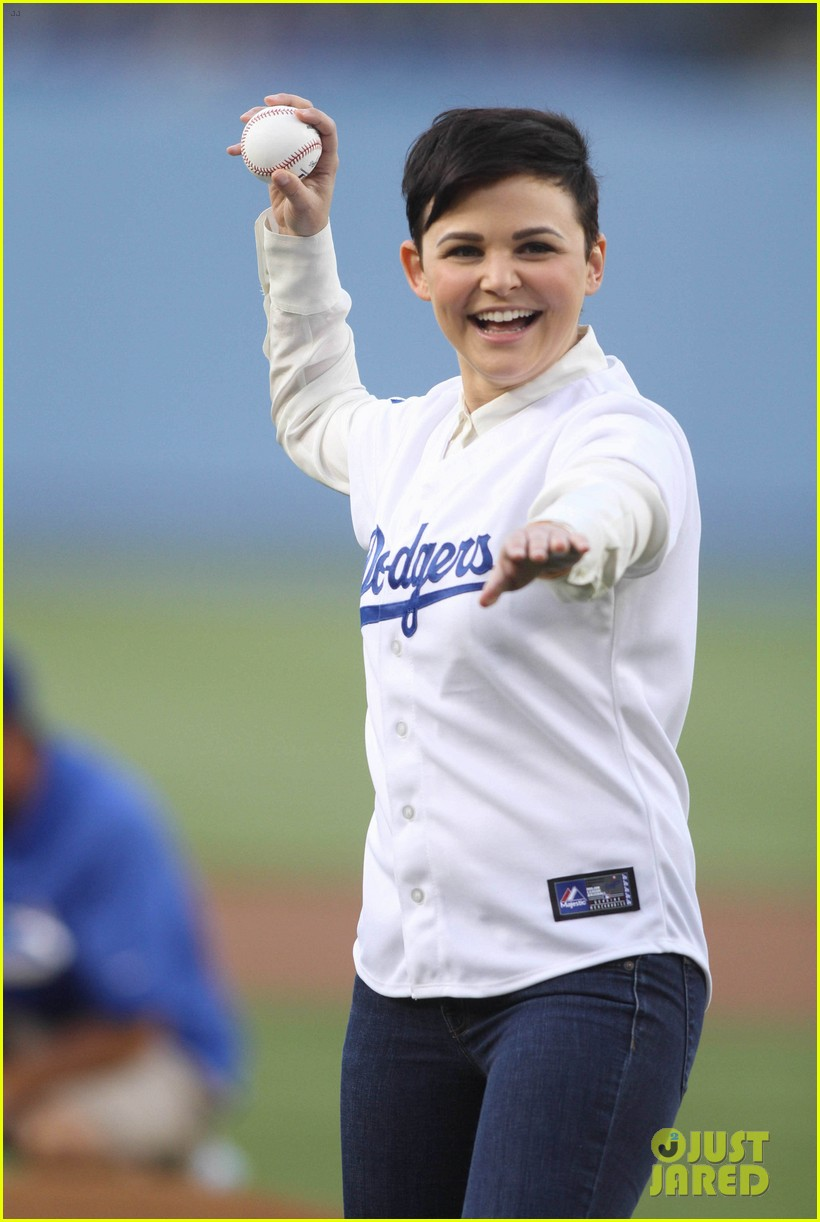 ginnifer goodwin julianne hough dodgers girls 04