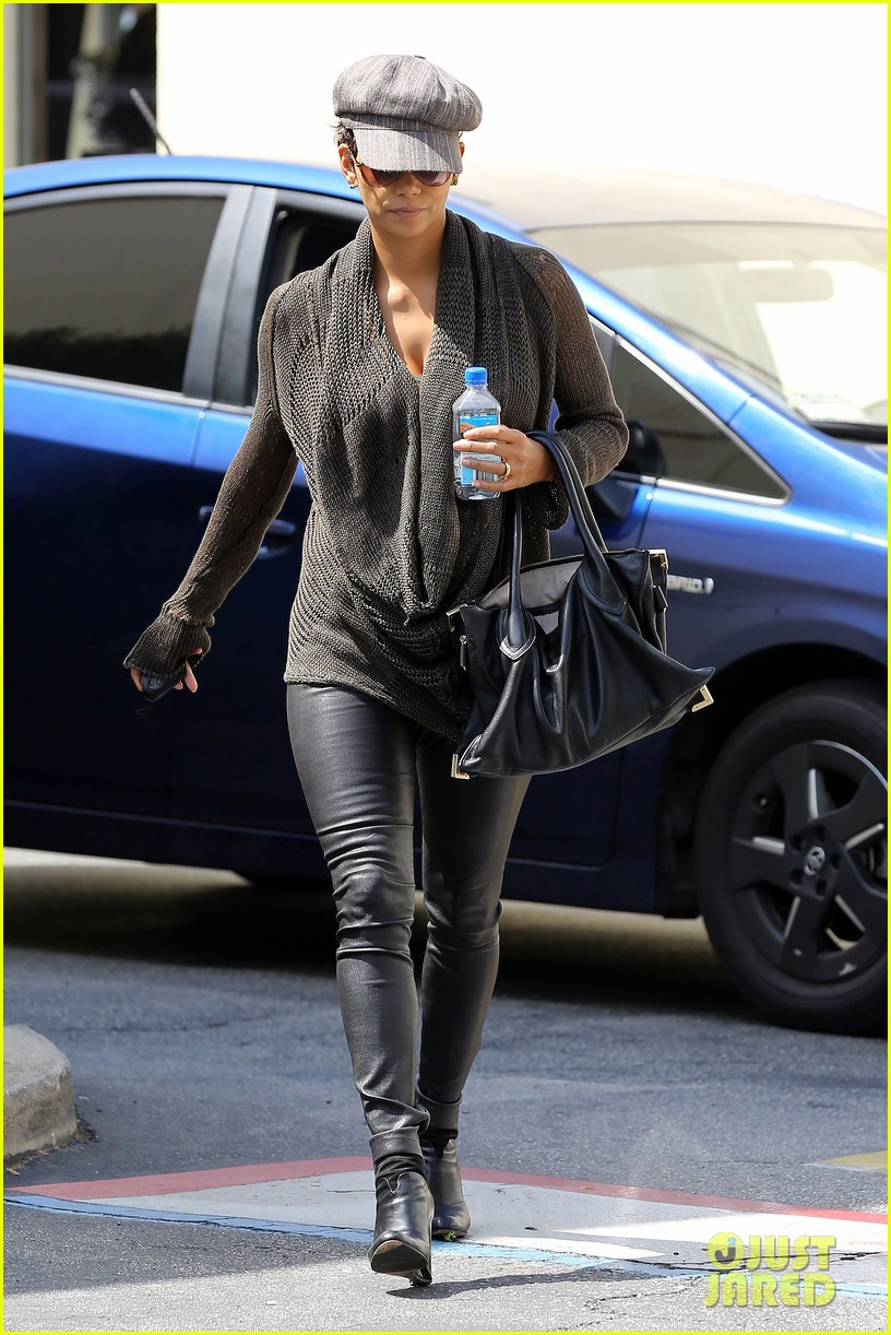halle berry rocks leather pants while shopping 11